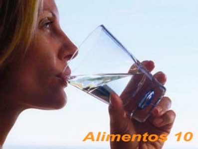 beber agua para combatir el estrenimiento